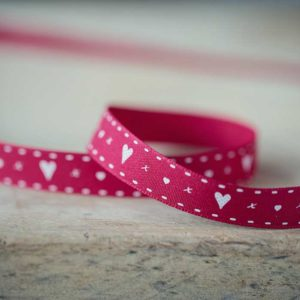 red-Vintage-Styled-Heart-Ribbon